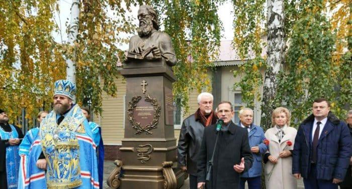 Бюст святителю Луке Крымскому открыли в Тамбове