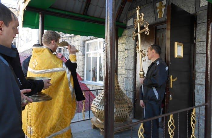 В Ставрополе заключенные сделали купол и кресты для тюремного храма