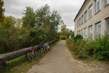 Велосипед — самое распространённое здесь транспортное средство и для школьников, и для взрослых. Их оставляют просто так, не приковывая цепью. Здесь такой необходимости нет.