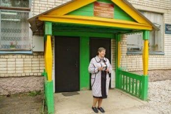 Директор школы Валентина Станиславовна Тюкина, преподаватель математики. На таких вот людях всё и держится.