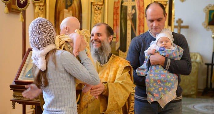 Можно ли крестить без крестных?