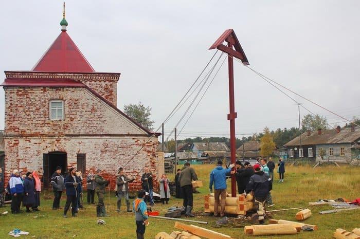 В бывшем трудовом лагере, устроенном в архангельском монастыре, установили крест