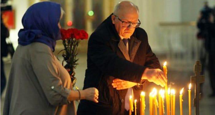 В Петербурге помолились о жертвах апрельского взрыва в метро