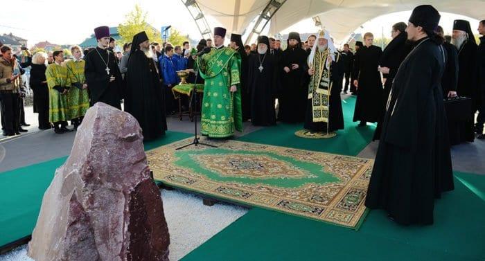 Патриарх освятил в Сергиевом Посаде место строительства реабилитационного центра для слепоглухих