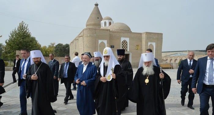 Патриарх Кирилл посетил источник Иова Многострадального в Бухаре