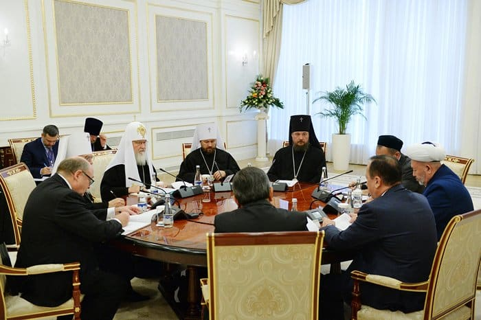 Религиозное образование защищает от псевдорелигиозного экстремизма, - Патриарх