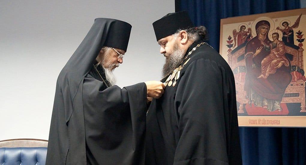 Воронежский священник получил церковную премию за помощь бездомным