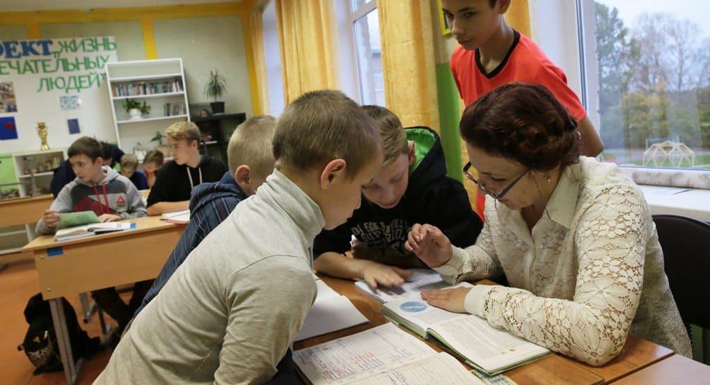 Анна Кузнецова призвала проверить, как школы занимаются воспитанием