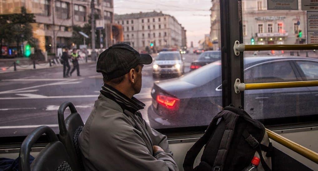 Осенять себя крестом в транспорте - фарисейство?