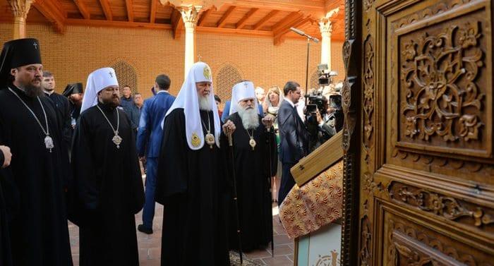 В Самарканде патриарх Кирилл помолился у гробницы пророка Даниила
