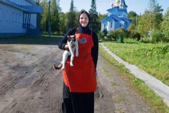 Послушница Анна с монастырским котом