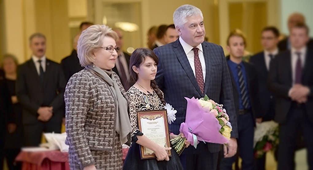 В Совете Федерации наградили детей-героев