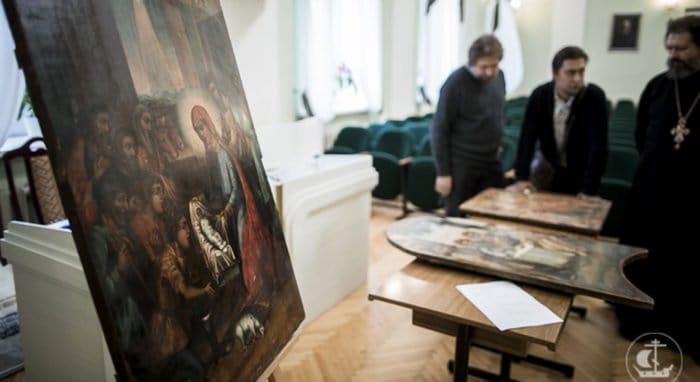 Петербургской духовной академии передали иконы, изъятые у контрабандиста