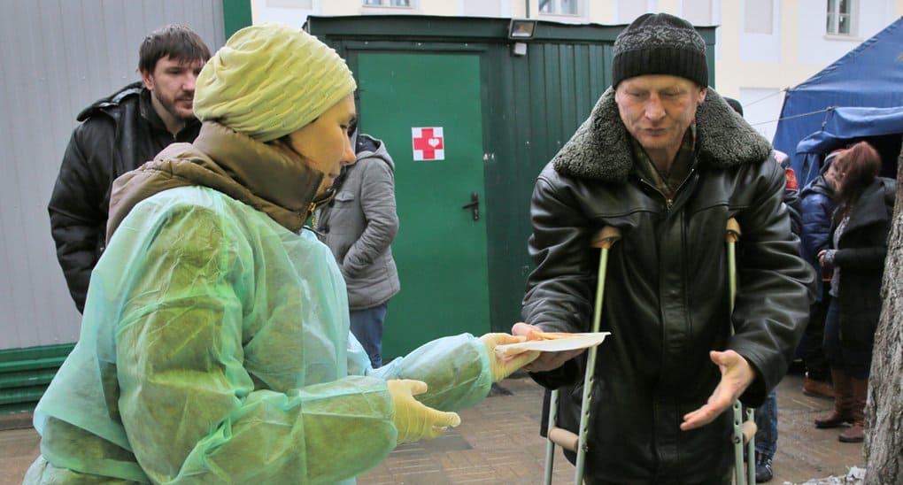 Бездомных Москвы накормят блинами на Масленицу