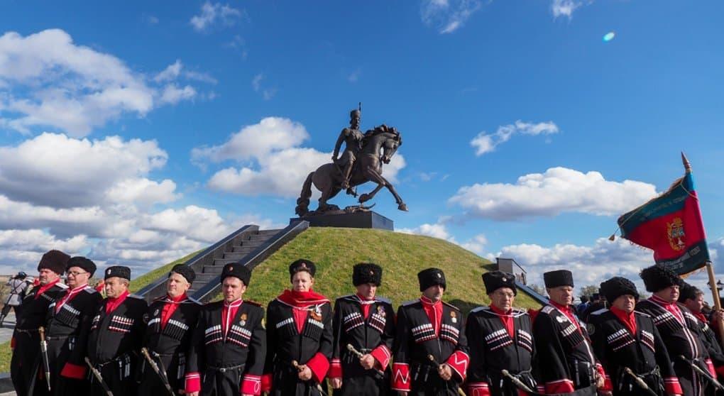 Памятник атаману Матвею Платову открыли на Ставрополье