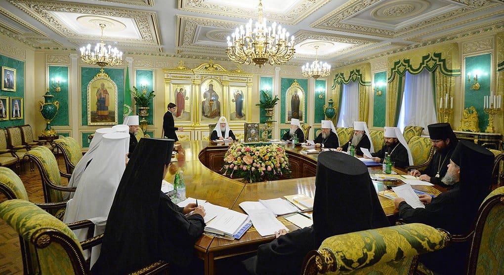 Русская Церковь приостанавливает сослужение с Константинопольской Церковью, - Синод