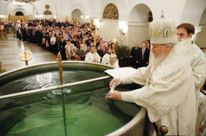 18 января 2005 года. Москва. Великое освящение воды в Храме Христа Спасителя