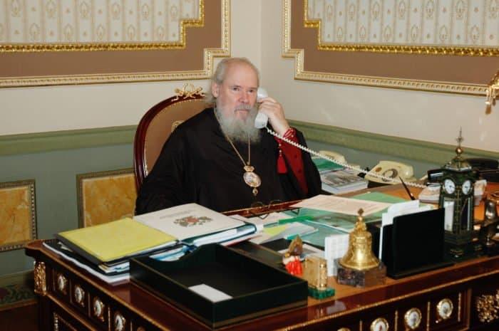 9 мая 2005 года. Святейший Патриарх Московский и всея Руси Алексий II в рабочем кабинете