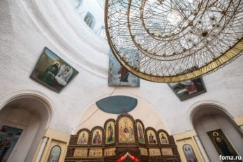 2017-12-10,A23K4007, Дагестан, Хасавюрт, Литургия, ЗнамениеПрестол, s_f
