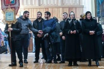 2017-12-10,A23K4361, Дагестан, Хасавюрт, Литургия, ЗнамениеПрестол, s_f