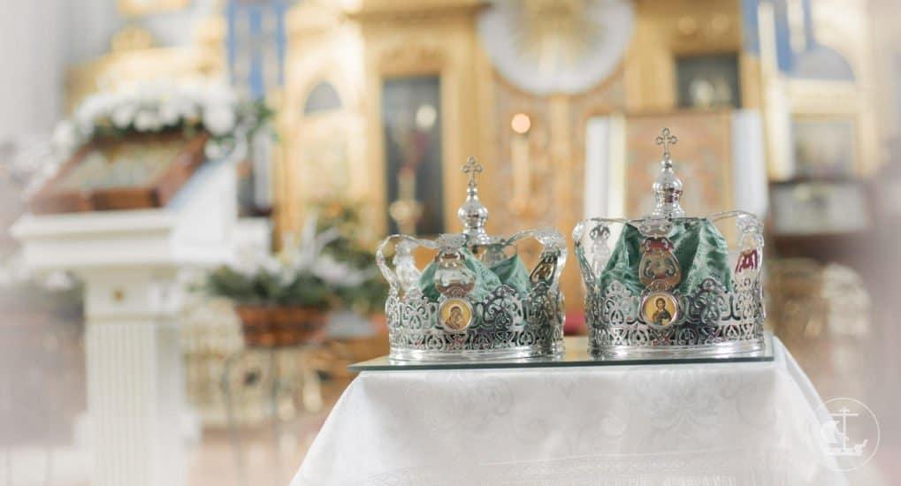 Крестным родителям разрешили венчаться с благословения епископа