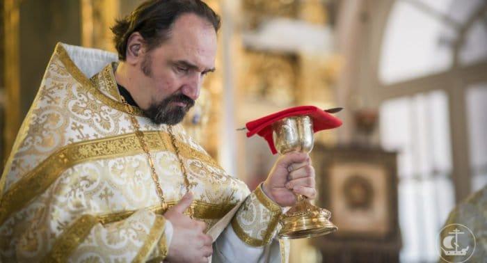 Причащаться на праздник - утомлять священника?