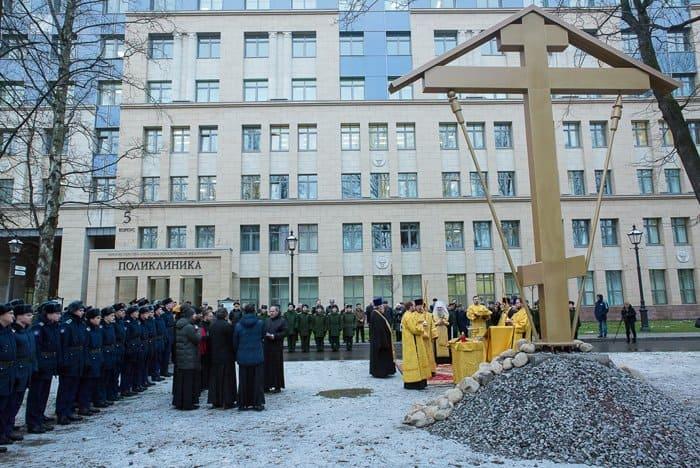 В академии, которую окончил Евгений Боткин, заложили храм в его честь