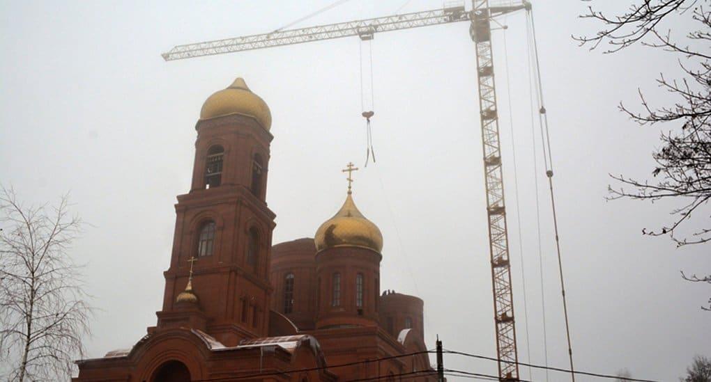 На один из самых высоких соборов Брянщины установили семь куполов