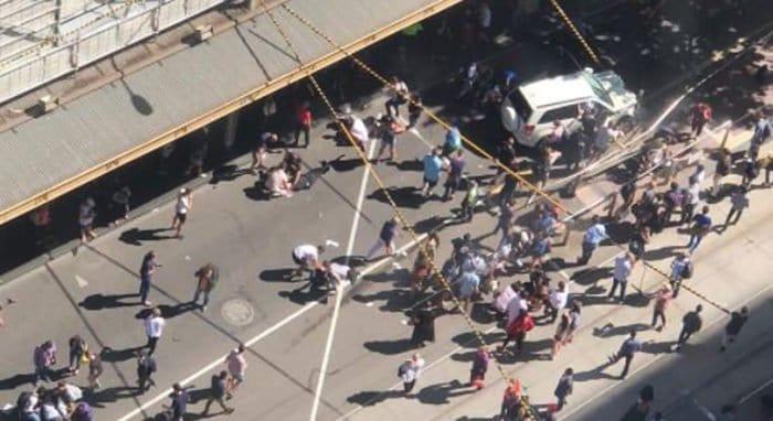 В Мельбурне отменили рождественские шоу после наезда машины на пешеходов