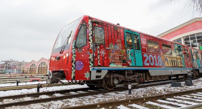 Рождественский поезд поехал по столичному метро