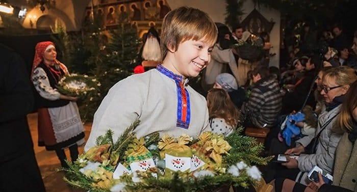 У православных христиан начинаются Святки