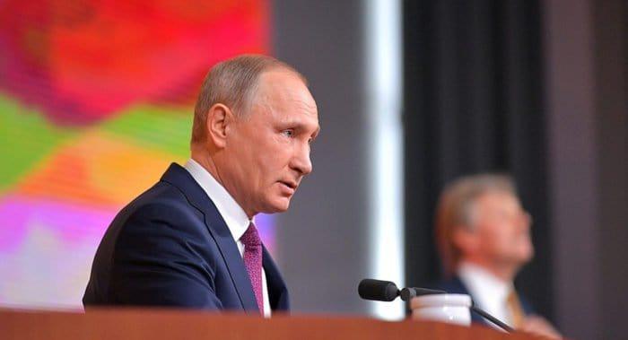 Владимир Путин пообещал в скором времени решить вопрос очередей в детсады