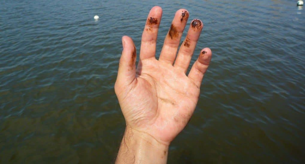 Как снять сглаз святой водой?