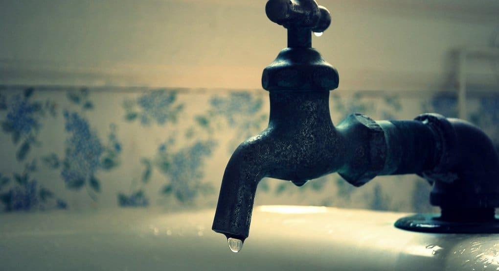 Правда ли, что в ночь на Крещение освящаются все источники вод и даже из крана идет святая вода?
