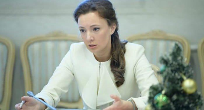 Анна Кузнецова просит наградить пермскую учительницу, защитившую детей