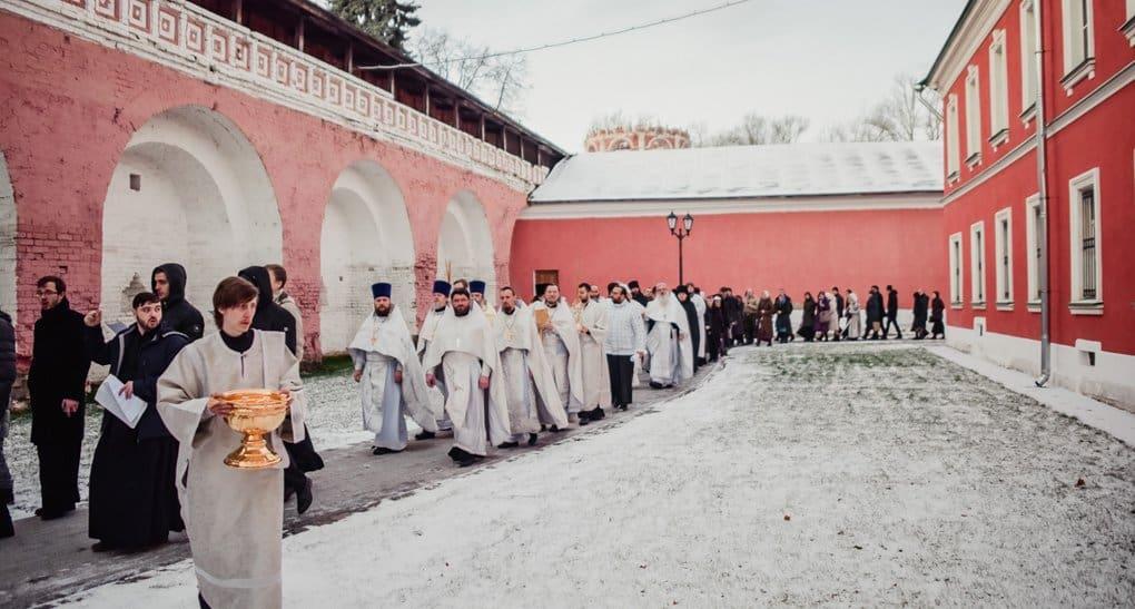 Храм архангела Михаила освятили в Донском монастыре Москвы