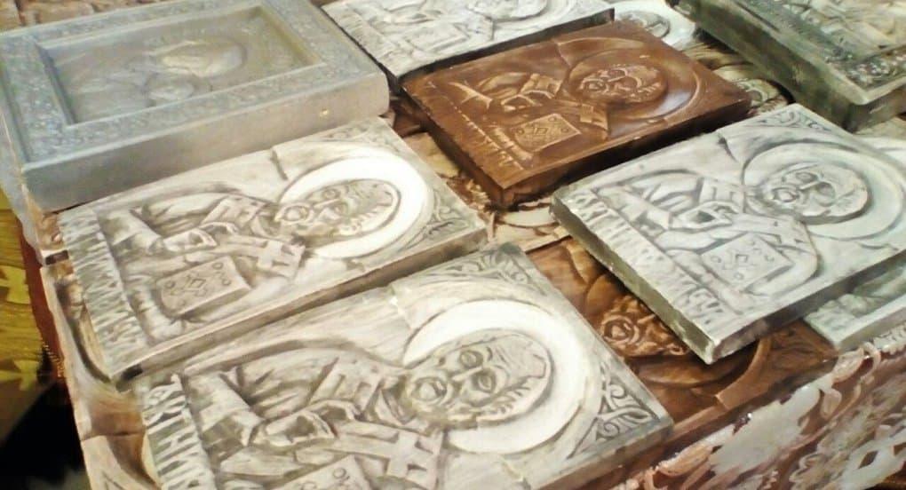 При храме Петрозаводска для незрячих делают рельефные иконы