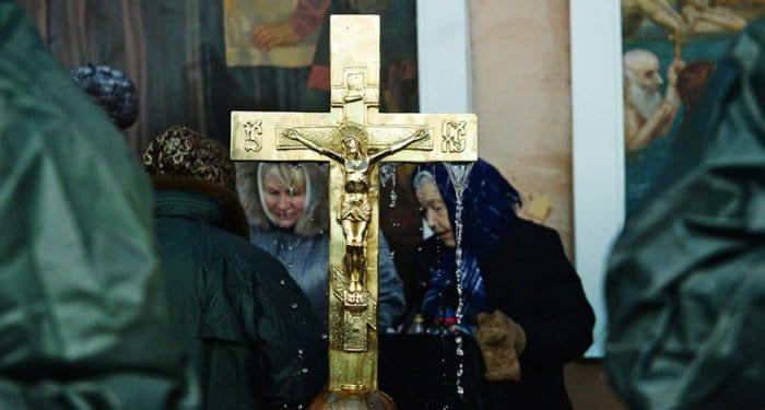 На Крещение гораздо важнее прийти в храм, чем окунуться в прорубь, - митрополит Иларион
