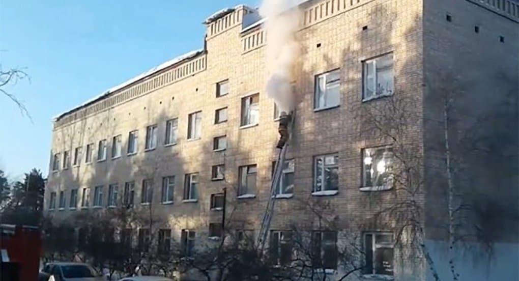Не менее 7 человек пострадали при нападении на школу в Бурятии