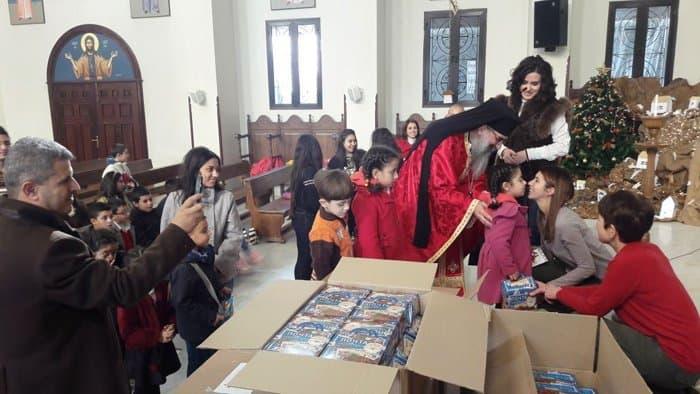 Столичный приход передал Рождественские подарки сирийским детям
