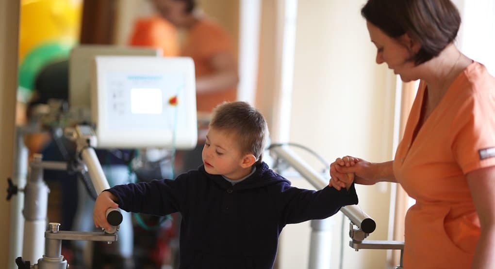 В Москве стартовала первая в России долгосрочная реабилитация для детей с ДЦП