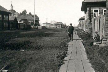 Главная улица Нарыма. Слева Крестовоздвиженский собор и здание казначейства. 1910-1920-е годы