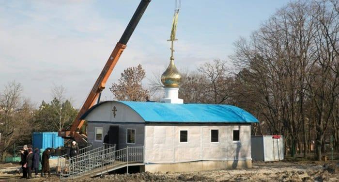 На месте сожженного храма в Ростове-на-Дону установили временный