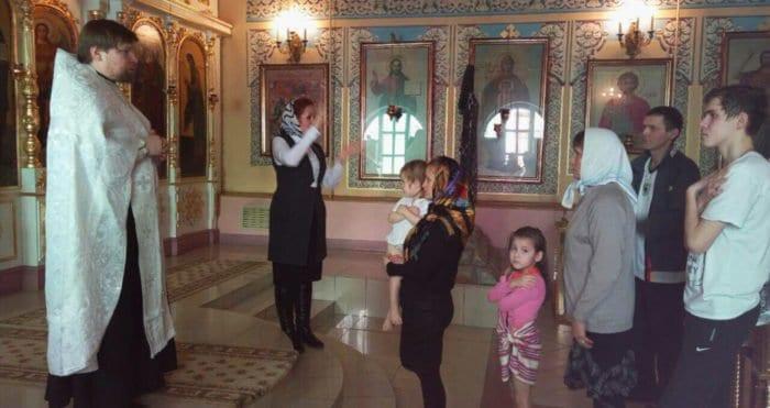 В одном из главных храмов Ижевска впервые крестили с сурдопереводом