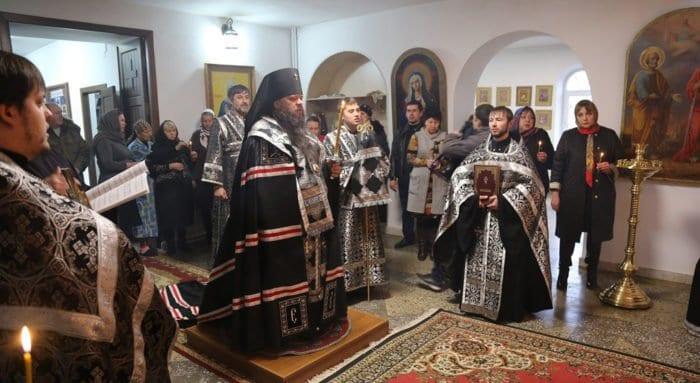 В Кизляре помолились о жертвах стрельбы у Свято-Георгиевского храма