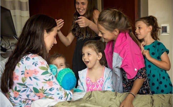 В США мама пятерых детей родила шестого прямо в коридоре больницы