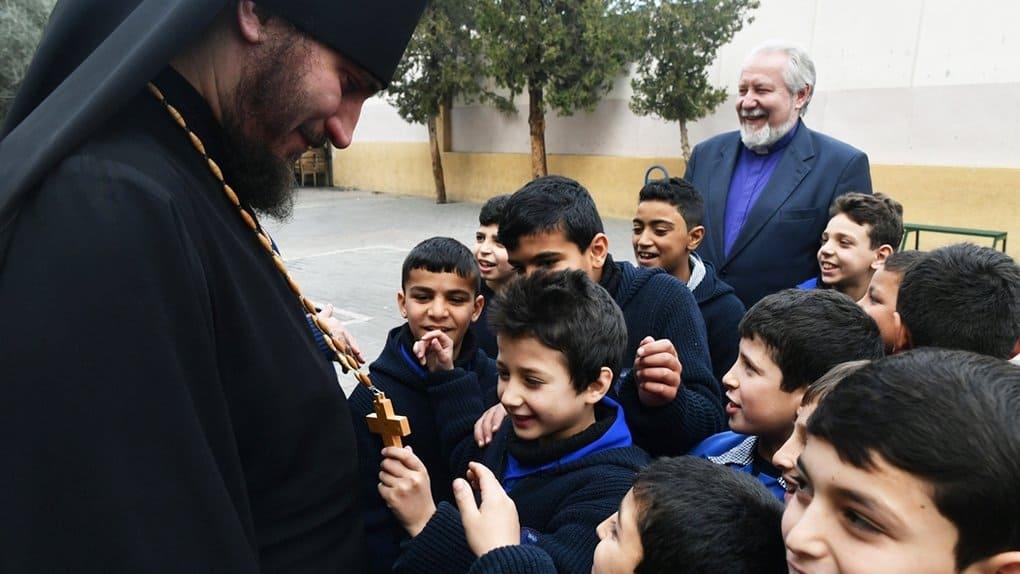 Представители религий России навестили сирот Сирии и передали им гумпомощь