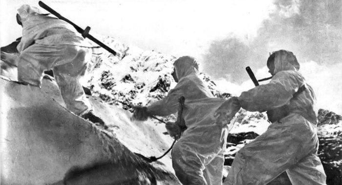 Битва за Кавказ: как сбрасывали гитлеровские флаги с Эльбруса