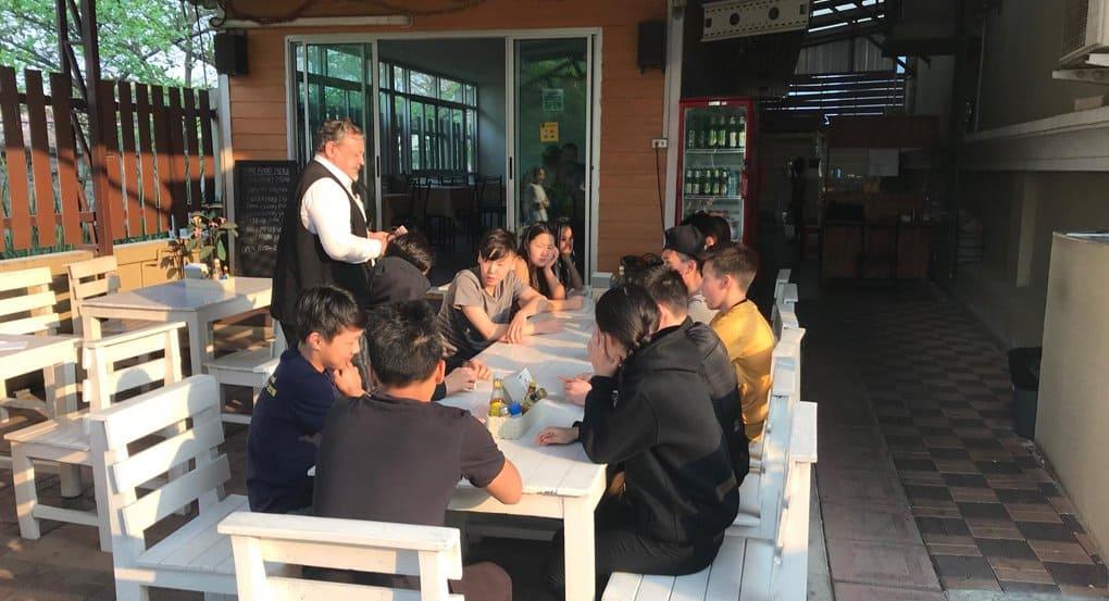 Русская Церковь в Таиланде помогает детям из Якутии, опоздавшим на самолет