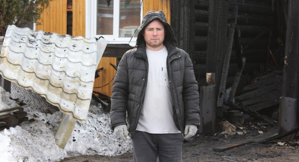 Отец пятерых детей спас на пожаре, а потом приютил у себя соседку-инвалида